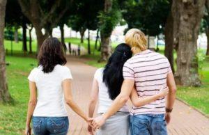 Семейные отношения, почему он обманывает двоих